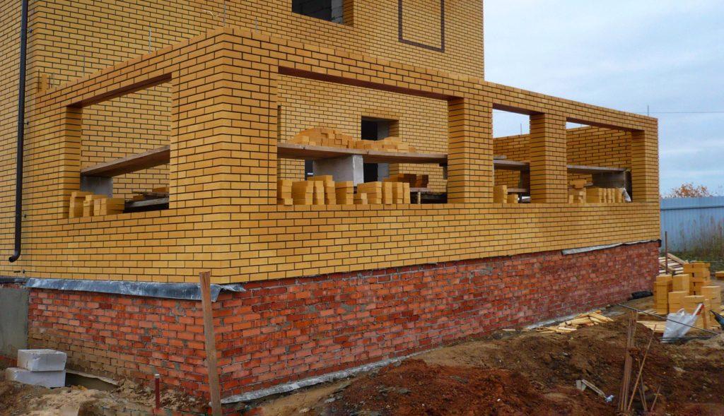 Строительство веранды из кирпича