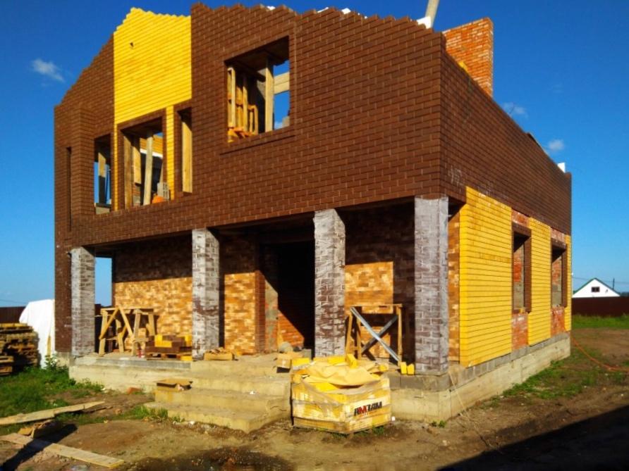Строительство коттеджа с темным фасадом
